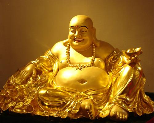 Bạn có thể đặt tượng phật Di Lạc trong nhà. Phật cười có thể mang lại nhiều thành công, sự trợ giúp, vận may.