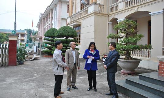 Lãnh đạo đoàn công tác trao đổi với Lãnh đạo huyện Đà Bắc