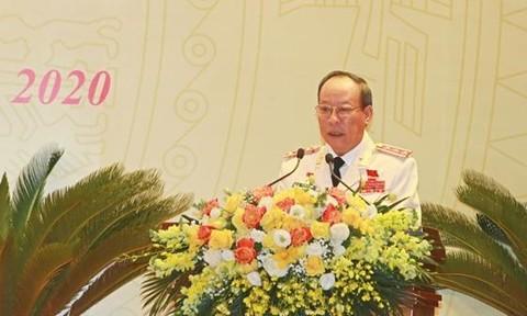 Thượng tướng Lê Quý Vương trình bày dự thảo Báo cáo chính trị tại Đại hội