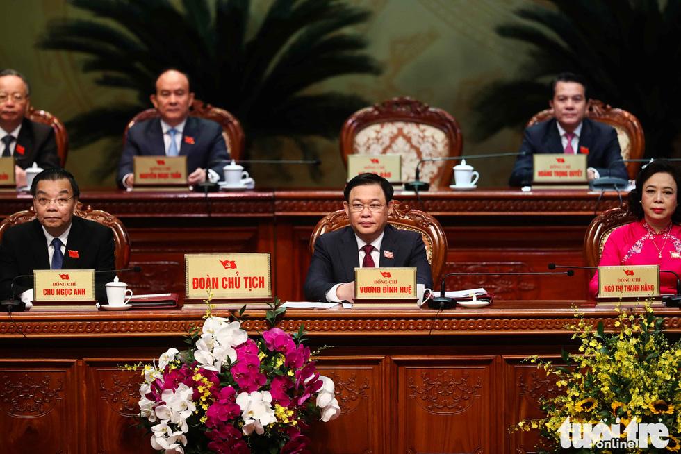 Đoàn Chủ tịch Đại hội Đảng bộ TP Hà Nội lần thứ XVII nhiệm kỳ 2020-2025 - Ảnh: NGUYỄN KHÁNH