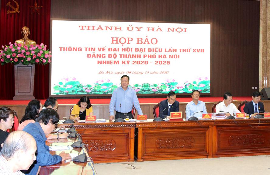 Trưởng ban Tuyên giáo Thành ủy Nguyễn Văn Phong phát biểu tại buổi họp báo.