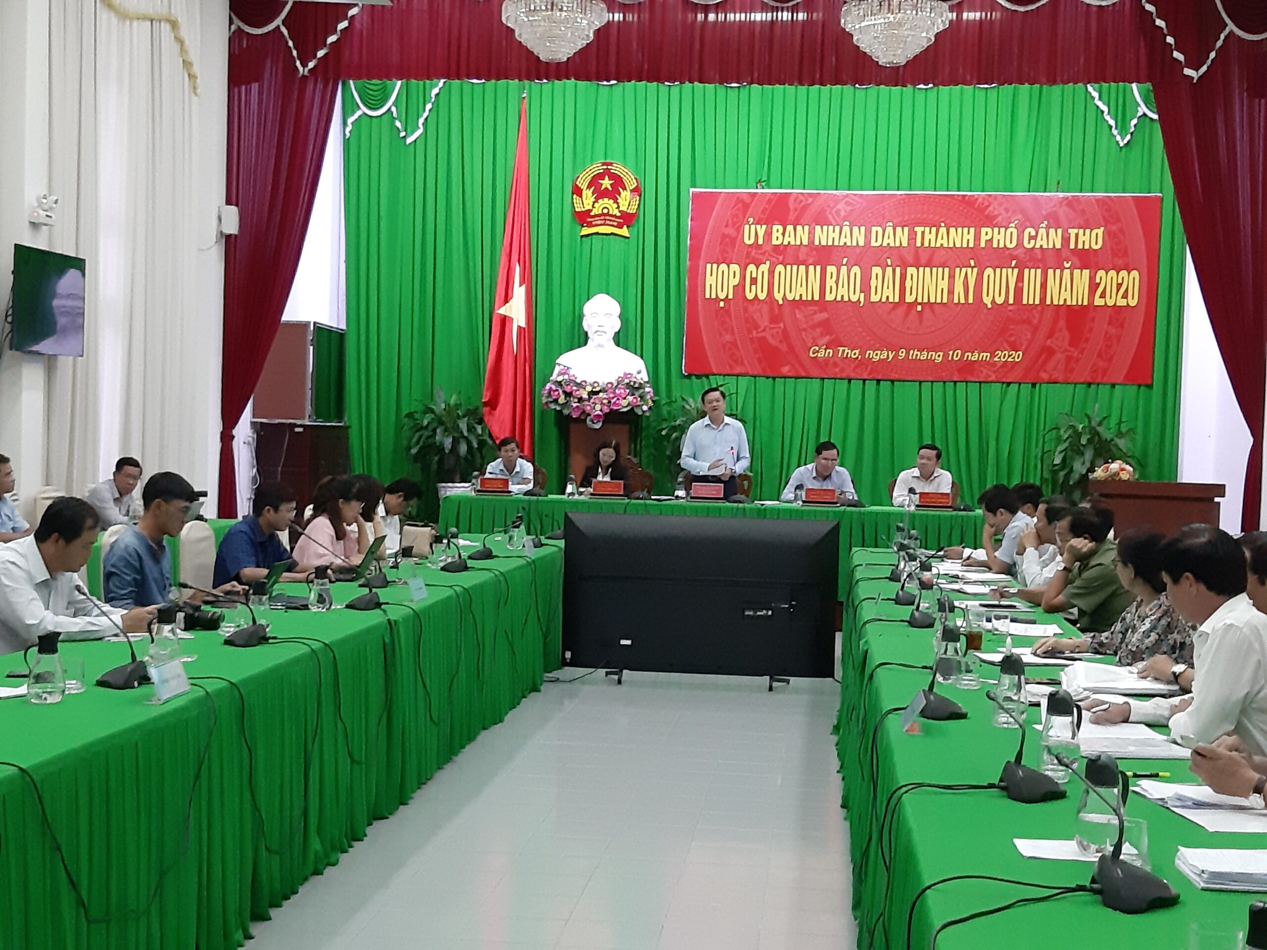 Ông Dương Tấn Hiển, Phó Chủ tịch UBND thành phố phát biểu tại buổi họp báo