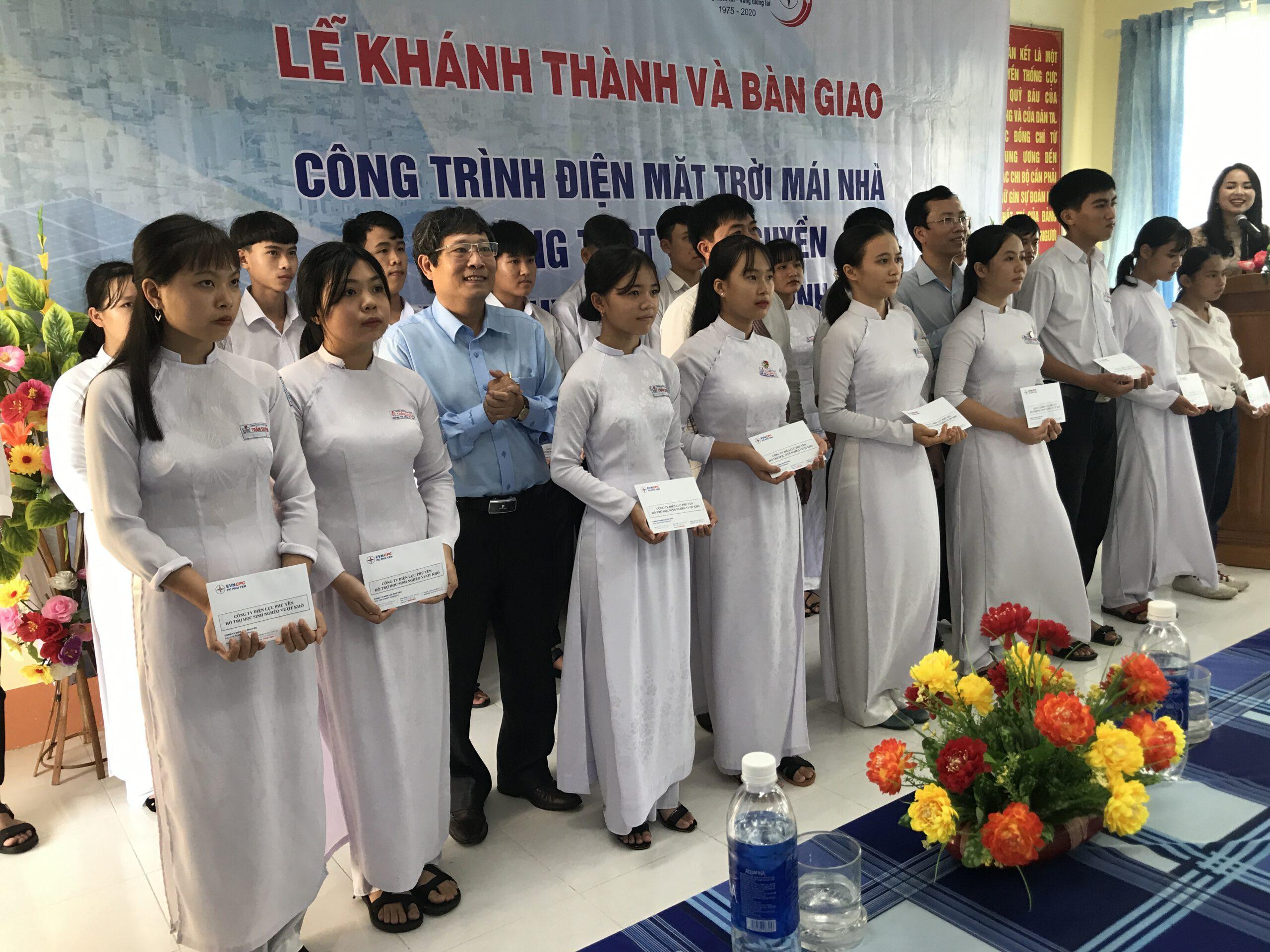 PC Phú Yên trao 20 suất hỗ trợ cho học sinh nghèo vượt khó