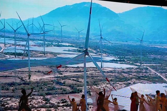 Áp dụng điện mặt trời tái tạo ở Ninh Thuận.JPG