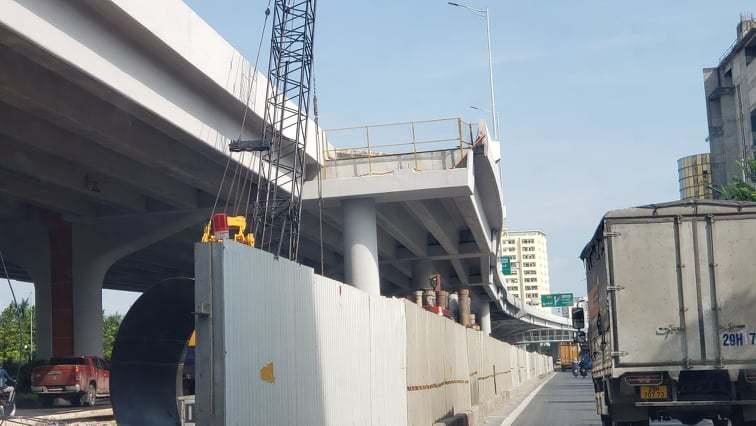 Sau khi phần cầu chính được thông xe, từ tháng 10/2020, các nhà thầu sẽ tiếp tục triển khai thi công 6 nhánh lên xuống và dự kiến kết thúc toàn bộ vào cuối tháng 12/2020 để khai thác đồng bộ với dự án sửa chữa mặt cầu Thăng Long (Tổng cục Đường bộ Việt Nam làm chủ đầu tư) dự kiến hoàn thành vào tháng 12/2020.