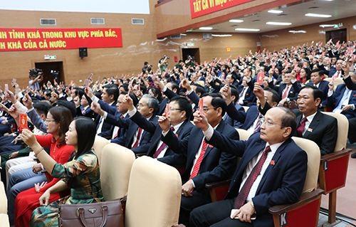 Các đại biểu biểu quyết thông qua các chỉ tiêu Nghị quyết tại Đại hội Đảng bộ tỉnh Nghệ An lần thứ XIX, nhiệm kỳ 2020-2025.
